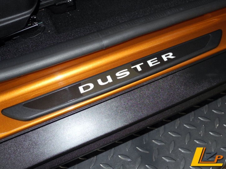 Dacia Duster II Einstiegsleisten Set Selbstleuchtend